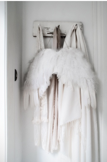 .: Christmas Inspiration, The Doors, Angel Wings, Inspiration Angel, Beautiful White, Shabby Chic, White Decor, White Christmas, Girls Rooms