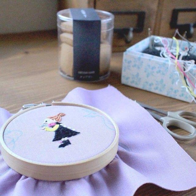美味しい「そばクッキー」をいただきました☆(奥の筒) ありがとうございます♪( ´▽`) 今日はミムラ姉さんを刺繍してましたー。