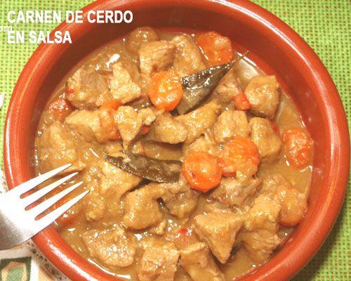 Cazuelita de carne de cerdo tradicional en salsa