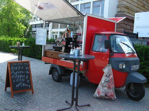Emanuele Cafebar Italiano  Straße des 17 Juni (In front of main building of TU-Berlin  U2-Straße des 17 Juni/S-Tiergarten  www.cafemobil-rogoli.de