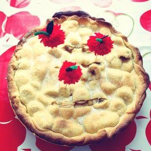 Quand Julot décore ma tourte pommes bananes sur le blog http://www.etdieucrea.com/pomme-de-reinette-et-pomme-dapi-sa-recette-de-tourte/