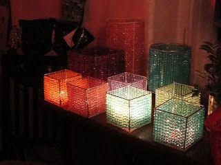 Portavelas realizados con cuentas facetadas . Se trata de cubos  de 10 cm de lado.