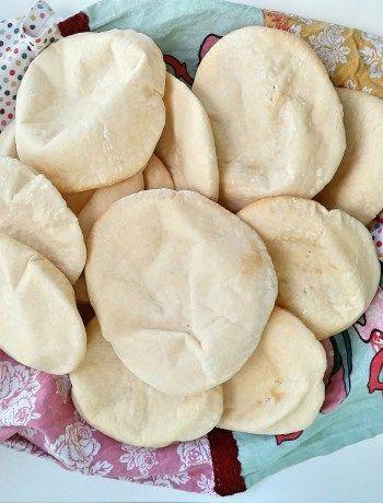 Vitlöksnaan, Indiens svar på vitlöksbröd. Fantastiskt goda bröd som höjer smaken på de flesta rätter. Servera brödet bredvid en god gryta med sting i doppa i en god röra eller njut av den precis som den är.