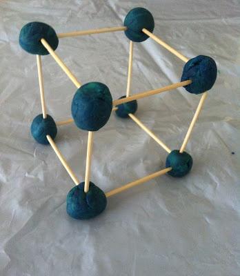 Une idée pour aborder les solides et compter les arêtes