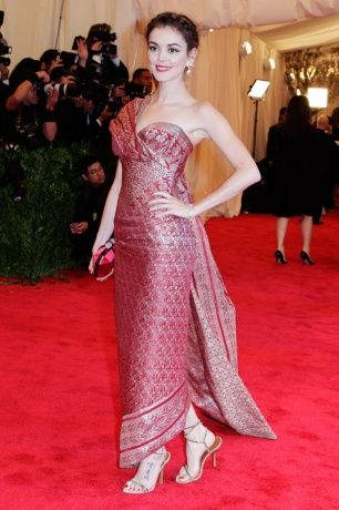 Another classy way to use songket or tenun. Nora Zehetner in Marchesa, Edmundo Castillo shoes, and Harry Winston jewelry. (The 2013 Met Gala)