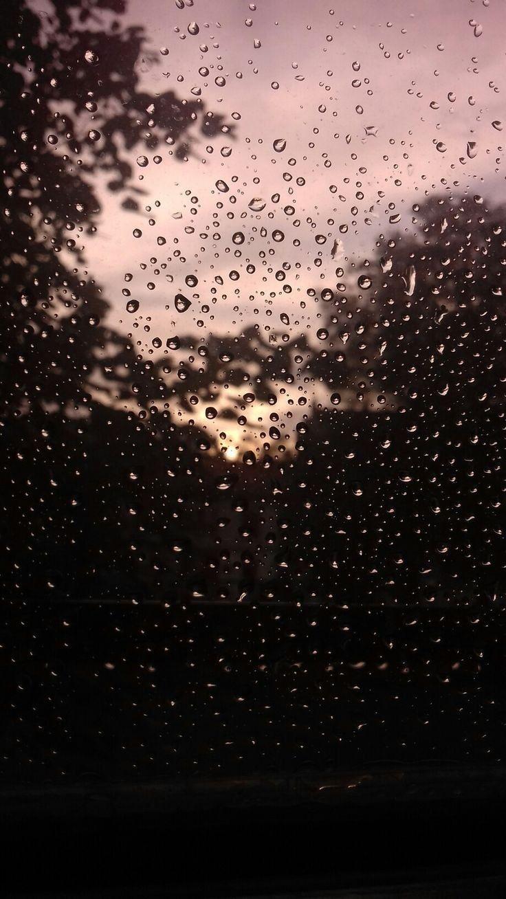 вечер мужчина рассыпается картинка во время дождя дистрибьютор каркасных