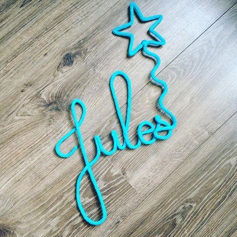 Prénom en tricotin pour un petit Jules ✨  #tricotin #jennyslittlefactory #etoile #prenomenlaine #babyboy #deco #vosjoliescommandes #enceinte #diy #faitmain #jennyslittlefactory
