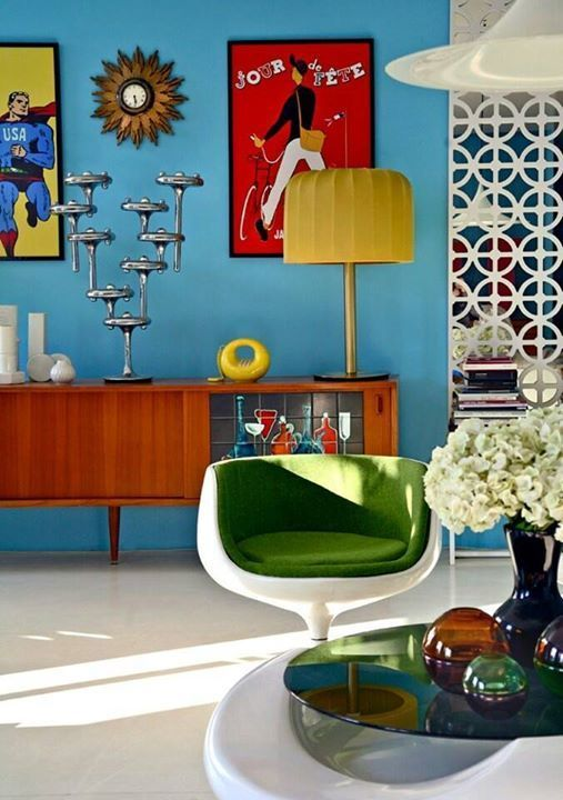 RETRO DREAM ROOM! We love everything about this colour pop vintage living room. The furniture and design in the 1950s and 1960s were clean, sophisticated, and fun.  Mid century atomic vintage interior design.