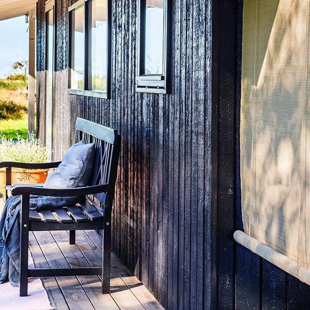 Enjoying the sun😎👌🏻 Brug vores smukke natur gardiner som udendørs rumdeling på terrassen💕😄 #lysbambus #colorco #newinterior #bambus #bambusrullegardiner #bambooblinds #summerhouse #outdoor #outdoorliving #outdoordecor #welovebamboo #interiordesign #homedesign #interiorstyling #interiordecorating #interiordecor #scandinavianstyle #scandinavianhomes #nordic #nordicdesign #boligdesign #boliginspiration #indretning #nordic #boligindretning #nordicliving #nordicstyle