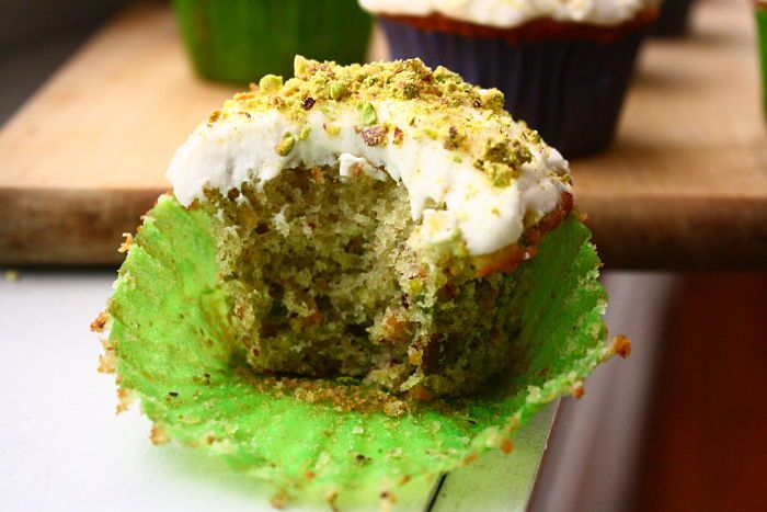 Pistachio Cupcakes with Buttercream Frosting...hoooooly moooooly ...