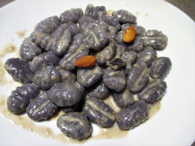 FORNELLI IN FIAMME: PURPLE DUMPLINGS WITH GORGONZOLA SAUCE AND ALMONDS...