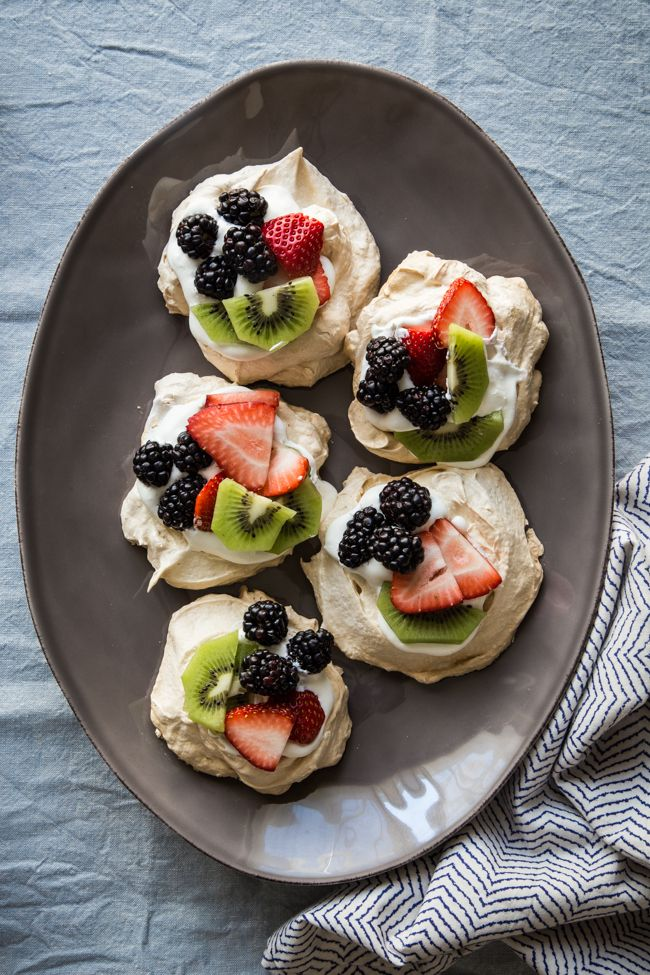 Easy Pavlova Recipe with Fresh Berries + Kiwi   HelloNatural.co #Easter #SugarInTheRaw