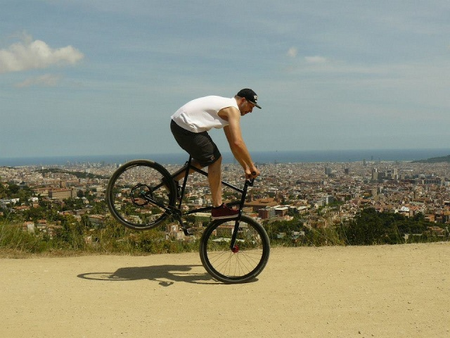 FGFS in Barcelona by Manuel Schürholz from TRAFFIC / We Make Things  #FGFS #fixedgear #fixie #barcelona #cologne