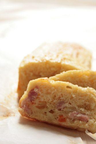 Recette du cake salé aux poireaux, oignons de Bretagne, lardons et fromage