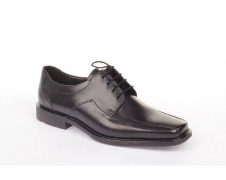 Fin og enkel herresko fra Lloyd. Skoen er i skind og passer perfekt til finere anledninger og arbejde. Denne model er bred, og vil derfor være en fordel at vælge, hvis du har en bred fod. Sålen er robust og meget holdbar.