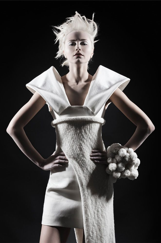 Sculptural Fashion - white dress with exaggerated shoulders; creative fashion // Ph. Anna Breda