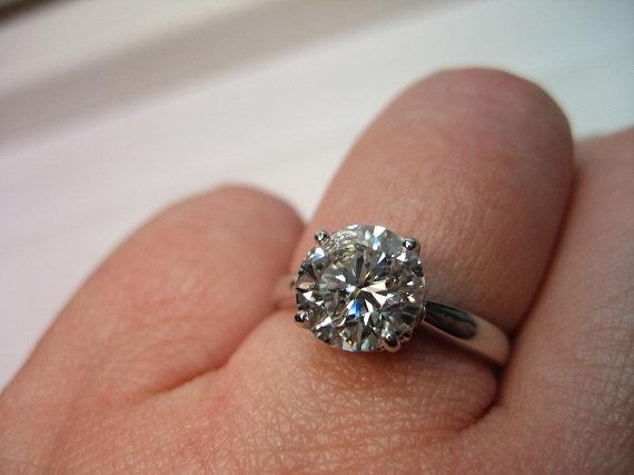 #Classic Round Cut #Diamond E-Ring (1.71cts) (Credits: photo from treasurlybydima [etsy])