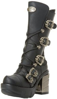 Love the buckles! I think these would be Selene (Underworld) approved ♥