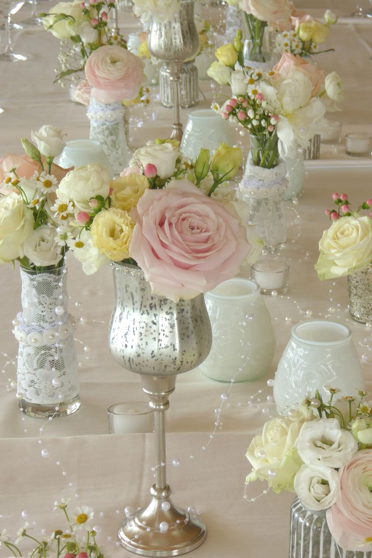 Wedding / Dekoration for Dinner Table / Flowers Candles and Pearls