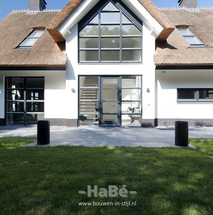 Vrijstaande woning met rieten kap te Lunteren - HaBé | Bouwen in Stijl
