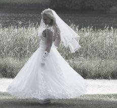 Brudklänning med bar rygg