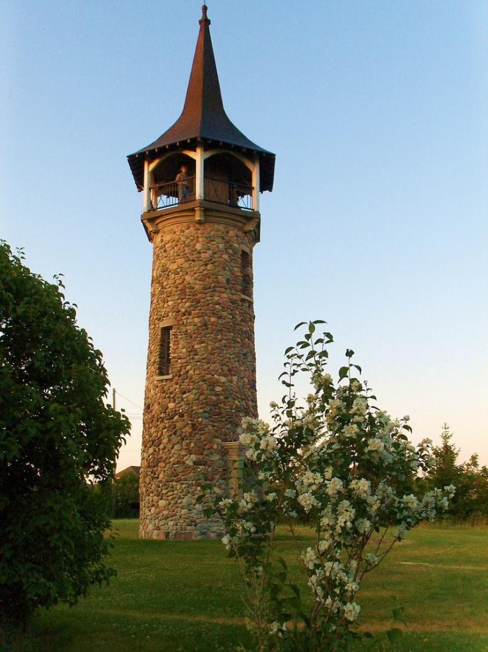Pioneer Tower, 700×936 pixels