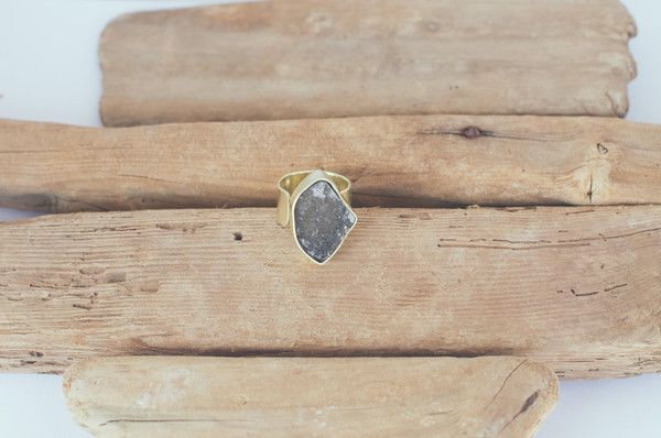 SUGARY GREY RAW STONE RING https://www.matteroffakt.com/collections/mirage
