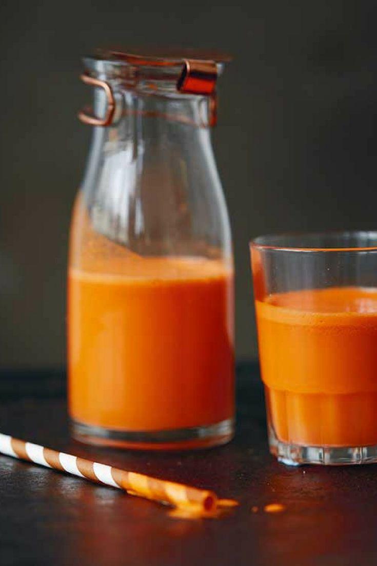 Het recept voor deze #sap van sinaasappel, zoete aardappel en wortel komt uit het boek Smoothies & Juices van Ella Mills-Woodward (Deliciously Ella). Deze mix met wortel, sinaasappel, gember, citroen en citroengras is zo'n heerlijke variant op de klassieke #wortelgemberjuice. Door de extra ingrediënten krijg je een heel rijke smaak, die precies zoet genoeg is. #juice