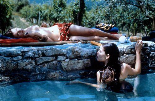 Rachel Weisz and Liv Tyler in Stealing Beauty | Tumblr