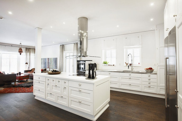 I really like this kitchen! I don't know about it being all white tho. I'm more of a color gal!