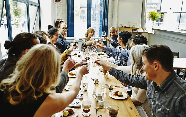 4 Genius Tips to Host an Easy, Awesome Dinner Party - SELF
