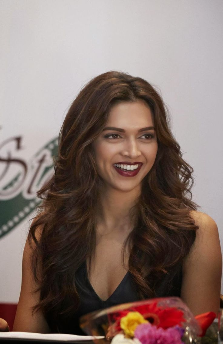 Deepika Padukone Sexy Cleavage Show At SLAM! The Tour Press Conference In Houston, TX