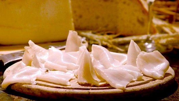 Le bruschette con il lardo di Colonnata e rosmarino #TuscanyAgriturismoGiratola