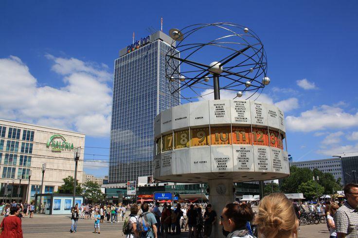 Alexanderplatz mit Weltzeituhr, Berlin