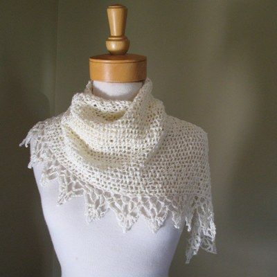 Simple triangle shawl. (crochet)