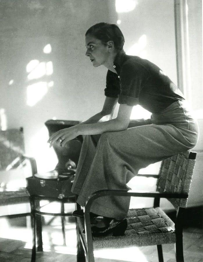 tsarevich:    Marianne Breslauer - Lisa von Cramm, Berlin, 1934
