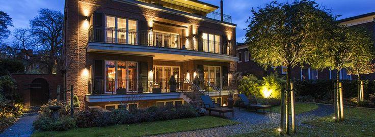 illuminazione facciate e parco esterno per villa privata in amburgo, illuminazione esterna germania, illuminazione giardino, proiettori per giardino
