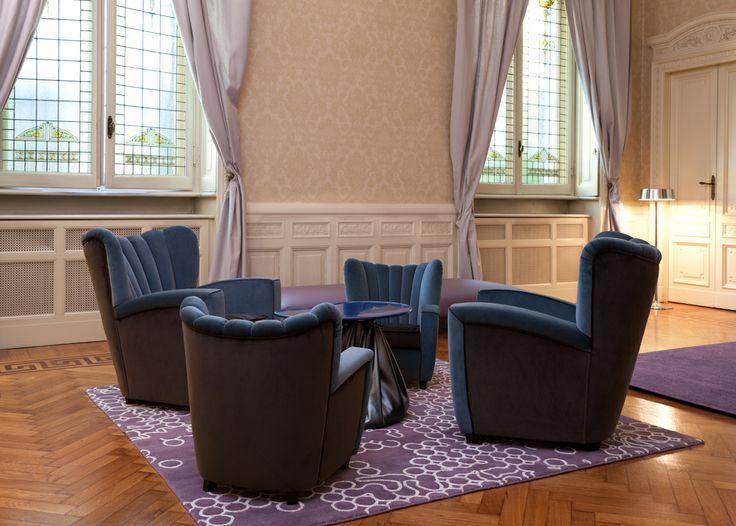 group of Zarina armchair -  cerulean blue/chestnut brown velvet | gruppo di poltrone Zarina in velluto color blu ceruleo/castagno