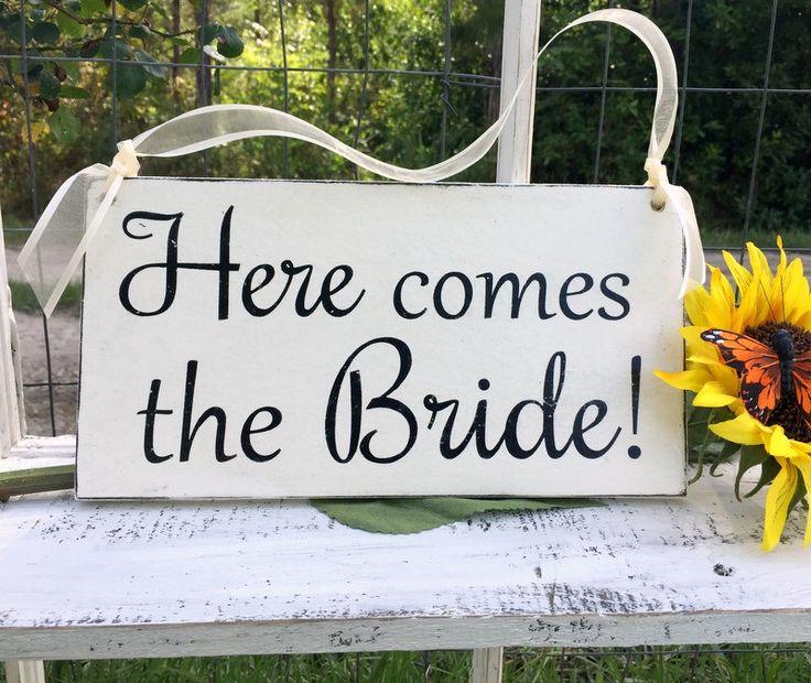 SIGNOS DE BODA | Aquí viene la novia | Novia y novio | El Sr. y la Sra. | Signos de bodas de madera | Señales de la niña de las flores | 6 x 11.5 de ButterfliesatKnight en Etsy https://www.etsy.com/es/listing/237324795/signos-de-boda-o-aqui-viene-la-novia-o