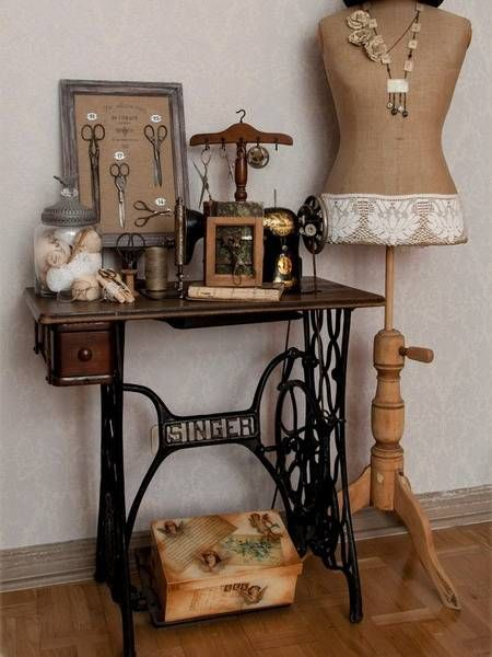 22 Reuse and Recycle Ideas to Create Small Tables with Vintage Sewing Machines