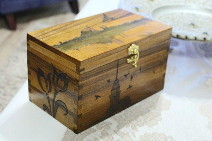 İstanbul temalı masif ceviz mücevher kutusu