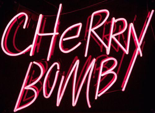 Imagen de cherry, neon, and cherry bomb