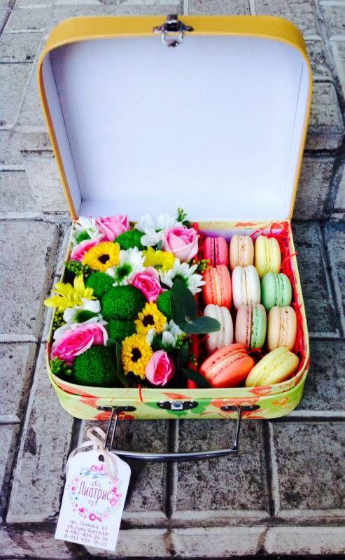 Анна создает «цветочные коробочки счастья» с пирожными от Macaron Café на любой вкус | Губерния Daily