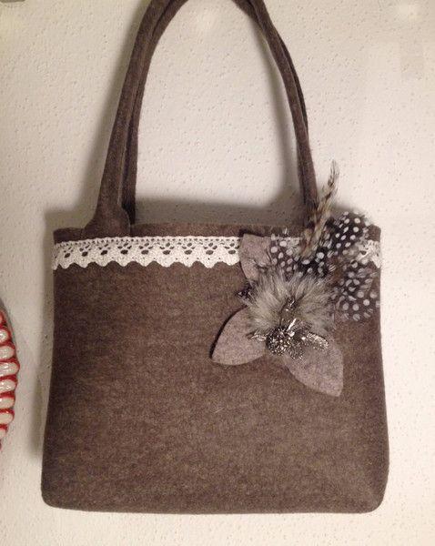 Brauttaschen - Trachtentasche mit Federn, Schurwolle, Hochzeit - ein Designerstück von DeinSpatzl bei DaWanda