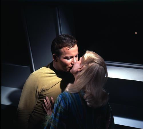 STAR TREK TV SCI FI WILLIAM SHATNER  KISSING A  LADY  8X10 PHOTO lady-4