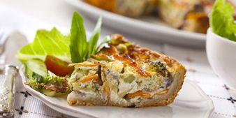Kylmäsavulohi-parsakaalipiirakka. Hyvä ruoka, parempi mieli.