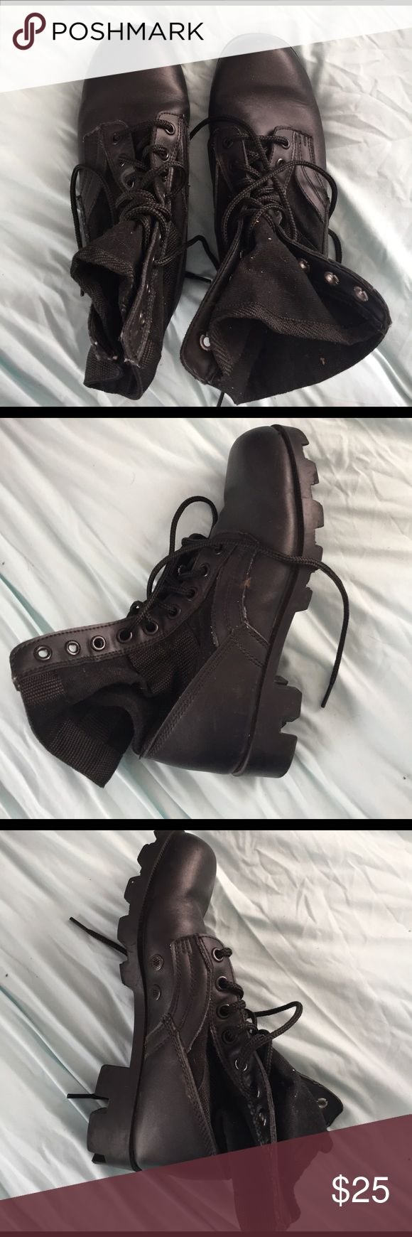 Black combat boots Cool looking army combat boots, looks great with anything and adds a hint of rebel to any outfit. Super comfortable and great for any situation. Wore once or twice Blundstone Shoes Combat & Moto Boots