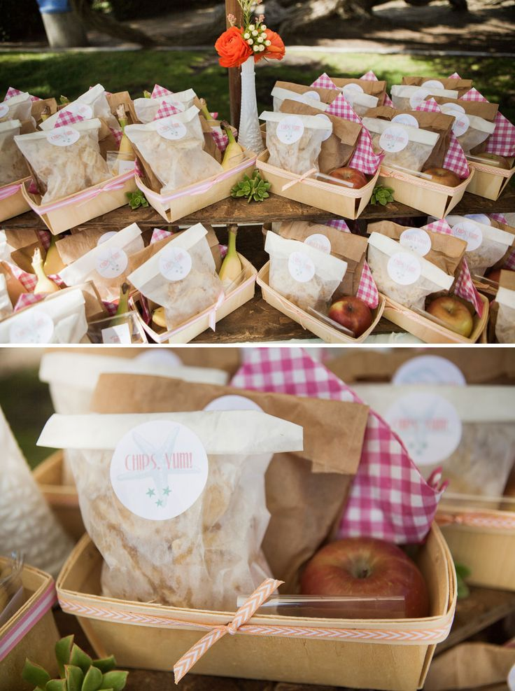 A charming beachside picnic baby shower picnic birthday - Baby shower party ideen ...
