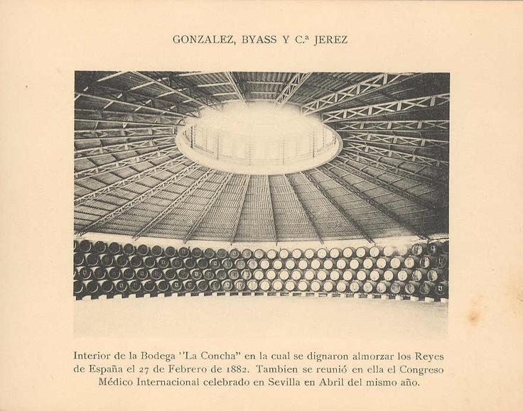 """Interior de la Bodega """"La Concha"""", en la que almorzaron los Reyes de España el 27 de Febrero de 1882. También se reunió en ella el Congreso Médico Internacional celebrado en Sevilla en Abril del mismo año."""
