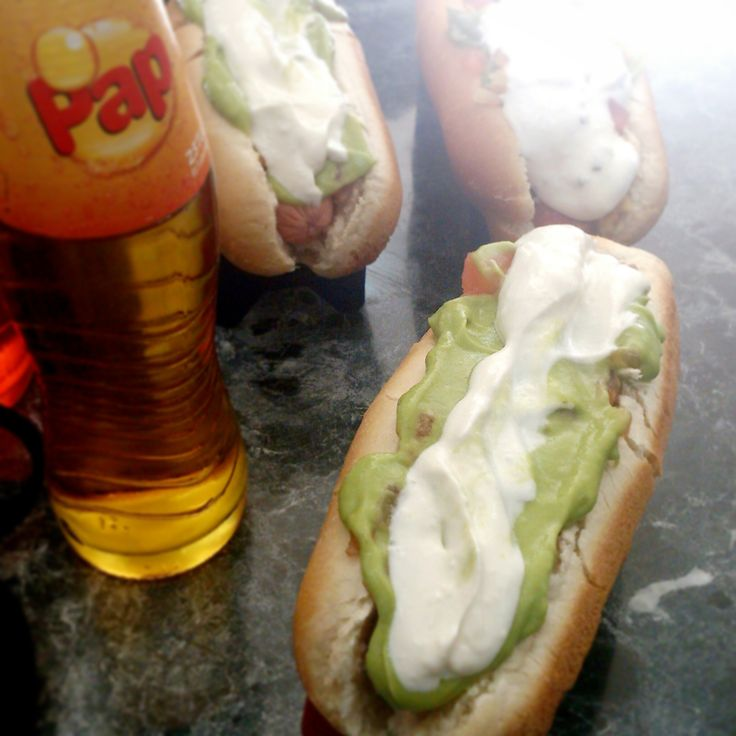 Lekker ongezond doen in Chili met een hotdog met avocado en flesje frisdrank (lees suikerbom)!